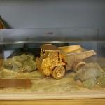 13 relatiegeschenk Diorama Caterpillar (3)